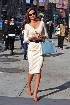 Classic style type guide - Miranda kerr wearing a classic white pencil skirt, v-neck shirt and Prada bag.