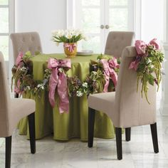Spring like garland... Nice for a wedding or other special event.