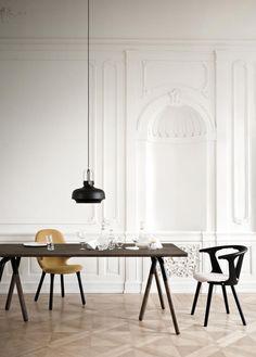 Die Möbel, Lampen und Accessoires des dänischen Herstellers &tradition sind maßgeblich aus natürlichen Materialien gefertigt und auf Langlebigkeit ausgelegt. Runde Formen, helle Hölzer und klassische Farben sind charakteristisch für diese Marke.