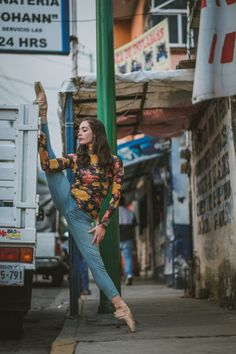 Breathtaking Images Capture the Beautiful Juxtaposition of Ballet Dancers Against Urban Mexico Photographer Omar Robles has captured the majestic power of ballet dancers practising on the street of...