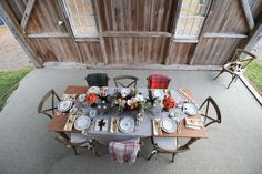 This cozy table design is perfect for holiday entertaining! #berkshirewed #taraconsolatievents