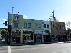 More fashion boutiques and other shops on the 7400 block of Melrose Avenue.