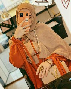 Muslim Fashion, Hijab Fashion, Girl Fashion, Stylish Dpz, Islamic Girl, Bollywood Actress Hot Photos, Hijabi Girl, Turkish Fashion, Cute Girl Face