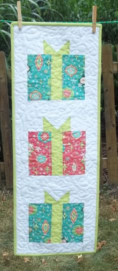 Sew Festive Handmade: Christmas in July - Stacking Gifts Wall Hanging