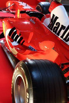 The Ferrari 458 is a supercar with a price tag of around quarter of a million dollars. Photos, specifications and videos of the Ferrari 458 Ferrari F1, Ferrari Racing, E Sport, Sport Cars, Grand Prix, Chevy, Gp F1, Gilles Villeneuve, Formula 1 Car