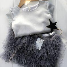 15 отметок «Нравится», 1 комментариев — mila | kids wear (@mila_kids.ru) в Instagram: «grey plumage...◾ . Стоимость моделей из страусиных перьев: - юбка: ● 92 - 104 см - 4000 руб. ● 110…»