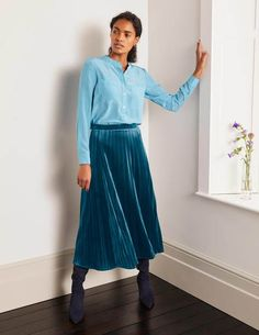 Velvet Pleated Skirt, Pleated Skirt Outfit, Skirt Outfits, Lace Skirt, Work Outfits, Modest Wedding Dresses With Sleeves, Elegant, Clothes For Women, Women's Clothes