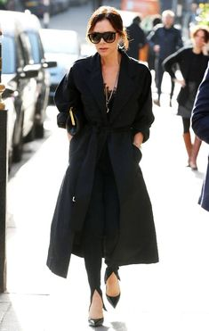 VB Just Wore the Most 2019 Trouser-and-Shoe Combination Victoria Beckham Style: 29 Looks Anyone Can Victoria Beckham Outfits, Victoria Beckham Style, Fashion Mode, School Fashion, Womens Fashion, Beautiful Outfits, Cool Outfits, Black Outfits, Casual Outfits