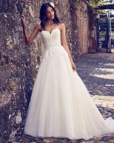 #casamentoscombr #casamentos #casamentosbrasil #wedding #bride #noivas #vestidodenoiva #noiva #modanupcial #vestido #princesa #tomaraquecaia #MaggieSottero