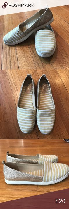 💛 Gold 💛 Kim Rogers Slip On Sneakers Size 9 Fun slip on sneakers for every day wear! Kim Rogers brand, size US 9. Only worn 2-3 times and still in great condition. Small mark on left toe looks like it can be cleaned. (Pictured). The sparkly sides add just the right amount of glam to a Spring outfit! Kim Rogers Shoes