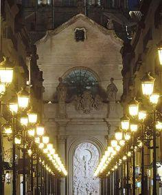 Calle Alfonso I y el Pilar, nocturna. Zaragoza España