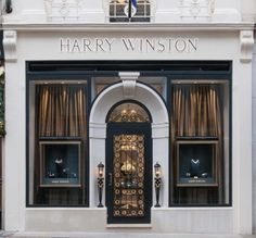Having taken a nine-month hiatus from the London jewellery scene while its New Bond Street boutique underwent renovation, New York jeweller Harry Winston has finally reopened its doors to a light-filled 322 sq ft space. The newly constructed archway on. Boutique Interior, Showroom Interior Design, Restaurant Interior Design, Entrance Design, Facade Design, Door Design, Exterior Design, Front Design, Harry Winston