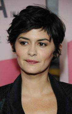 Wavy Pixie Cut: Casual Short Black Wavy Hairstyle For Women