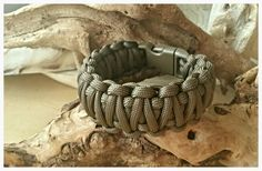 "Paracord bracelet King Cobra weave ""Grenade"""