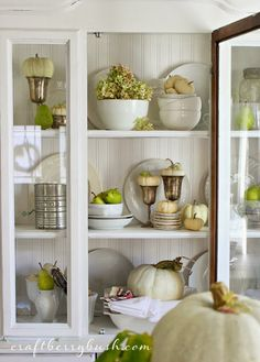Beautiful neutral fall decorating.