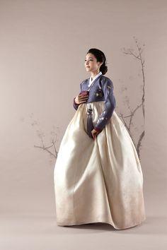 Korean Clothes A Booming Market Korean Traditional Dress, Traditional Fashion, Traditional Dresses, Korean Dress, Korean Outfits, Korean Fashion Trends, Asian Fashion, Modern Hanbok, Oriental Dress
