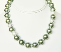 Hey, I found this really awesome Etsy listing at https://www.etsy.com/listing/118425277/green-pearl-necklace-handmade-jewelry