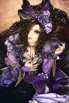 One of the best gothic lolita outfits- just amazing!