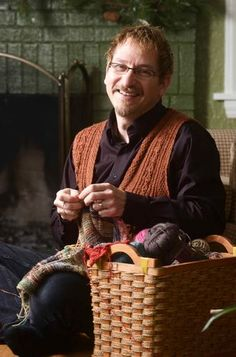 Real men knit - news article. Charles Voth, has been knitting for 40 years. He designs knitting and crochet patterns and edits patterns for magazines. Art Du Fil, Yes I Can, Knit Art, How To Purl Knit, Real Man, Yarn Crafts, Real People, Needlework, Knit Crochet