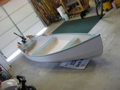 Motor canoe plans for amateur and professional boat builders using ply/epoxy, stitch and tape and Cedar strip plank construction. Canoe Plans, Wooden Boat Plans, John Boats, Small Sailboats, Classic Wooden Boats, Build Your Own Boat, Outboard Motors, Boat Building