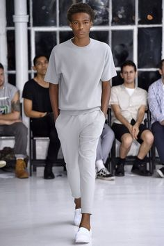 Hollywood Spring/Summer 2016 - New York Fashion Week: Men's - Male Fashion Trends Fashion Mode, Fashion Killa, New York Fashion, Urban Fashion, Trendy Fashion, Mens Fashion, Fashion Trends, Fashion Ideas, Best White Sneakers