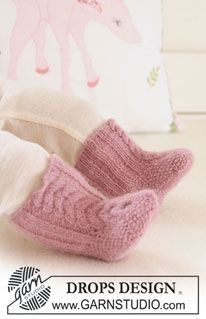 DROPS booties with cables : sizes 3m-4y - free pattern