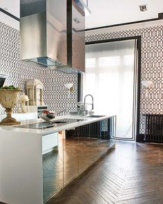 Bliss in the kitchen: {mirrors make it modern}