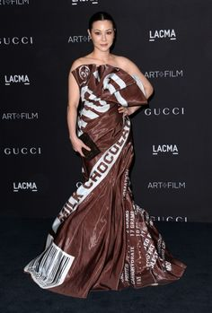 Socialite actress/model China Chow made everyone smile with her Hershey bar wrapper dress by Moschino at . Barbara Kruger, Quentin Tarantino, Quirky Fashion, Fashion Art, Gucci, Girls Dresses, Prom Dresses, Formal Dresses, Chocolate Fashion