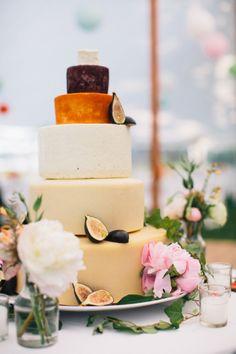 Hochzeitstorte aus Käse für Mitternachtsbuffet