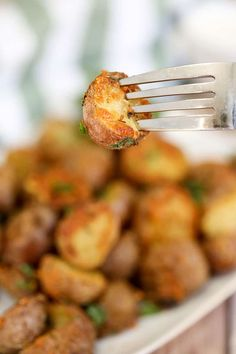 Garlic Herb and Parmesan Roasted Red Potatoes are the perfect side dish. Crispy on the outside and tender on the inside, it's our favourite. Best Potato Recipes, Veggie Recipes, Whole Food Recipes, Dinner Recipes, Healthy Eating Recipes, Cooking Recipes, Meal Recipes, Yummy Recipes, My Favorite Food