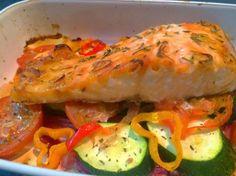 Peixe no forno em cama colorida de legumes - Nutrição com Coração - Blogue da Nutricionista Ana Bravo
