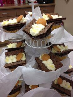 Baby Jesus Cupcakes- thanks @Amy Anderson DELIGHTFUL MOM STUFF: Recipe Monday/Merry Christmas Eve: Baby Jesus Cupcakes