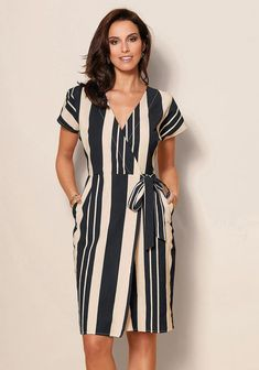 "Always choose vertical stripes when you want to add height, and a ""V"" neck brings length to a short neck. Women's Fashion Dresses, Dress Outfits, Hijab Stile, Mature Fashion, Frack, African Attire, Pattern Fashion, Casual Dresses For Women, Dress To Impress"