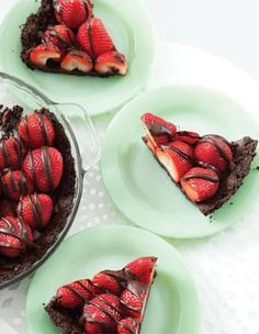 Gluten free non-vegan version could be modified with GF oreo style cookies and ingredients with dairy!  Double-Chocolate Strawberry Pie.