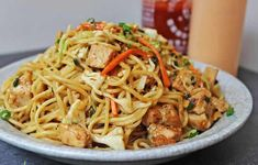 CPK Thai Peanut Chicken Pasta made with chicken, vegetables, and a honey-peanut sauce, this California Pizza Kitchen dish is easy to make at. Thai Peanut Chicken, Thai Chicken, Chicken Noodles, Thai Noodles, Thai Pasta, Pasta Sides, Chicken Pasta Recipes, Peanut Sauce, Peanut Butter