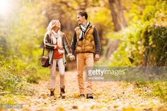 couple-walking-in-the-park-picture-id507213473 (507×338)