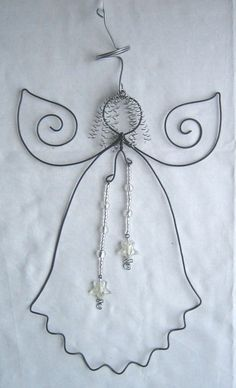 wire angel for Ma Wire Ornaments, Angel Ornaments, Wire Crafts, Holiday Crafts, Wire Wrapped Jewelry, Wire Jewelry, Hanger Crafts, Beaded Angels, Christmas Decorations