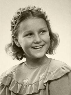royalblogs:  Young Sonja Haraldsen, now Queen Sonja of Norway