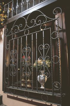 Home - Arteferro Brasil Balcony Grill Design, Window Grill Design, Porta Colonial, Window Security Bars, Front Door Design Wood, Iron Gate Design, House Windows, Iron Doors, Home Wallpaper