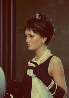 Audrey Hepburn or Blair Waldorf, I don't know who she is! Jajaja