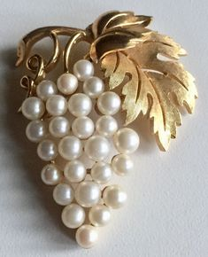 """Costume jewelry gained a foothold in fashion during World War II when metals were rationed. Instead of being an imitation of """"real"""" jewelry, costume jewelry was designed to look like costume jewelry. Gold Rings Jewelry, Pearl Jewelry, Antique Jewelry, Vintage Jewelry, Jewelry Watches, Jewellery, Boho Jewelry, Jewelry Accessories, Jewelry Shop"""