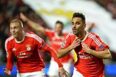 @Benfica Golo de Jonas Gonçalves nos descontos deixa Benfica em vantagem #9ine Baseball Cards, Sports, Tops, Pistols, Hs Sports, Sport