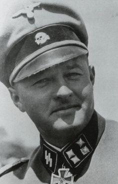 Another SS legend of the Winterkampf 41/42, SS-Sturmbannführer August Dieckmann, the commander of the 'Germania' Regiment.