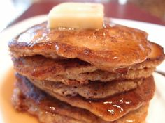 Almond Flour & Flax Seed Pancakes A long time ago, I used to eat steel cut oat pancakes. Flax Seed Pancakes, Almond Flour Pancakes, Cream Cheese Pancakes, Buckwheat Pancakes, Low Carb Pancakes, Low Carb Bread, Pancakes And Waffles, Low Carb Breakfast, Protein Pancakes