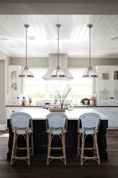 Featuring blue and gray tones and rustic furnishings, this beach home is the epitome of chic style. Its gorgeous decor will inspire you to renovate your house until it is dreamworthy.