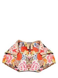 pochette-de-manta-in-raso-di-seta-alexander-mcqueen-295-euro   #borse #bags #springsummer #springsummer2014 #primaveraestate #primaveraestate2014 #purses #borsa