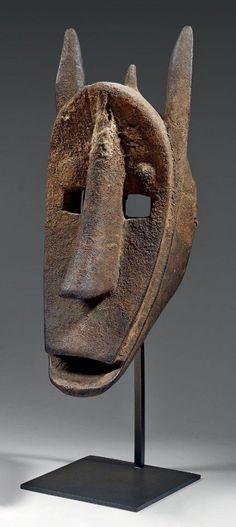 Masque zoomorphe «Suruku» de la société d'initiation du Koré, Bambara, Mali - H. 45 cm - Est. 10 000 / 12 000 € - Mathias - Baron Ribeyre & Associés, Farrando - Paris, Drouot, vente du 22 décembre 2014