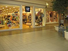 Gap Valley View Mall