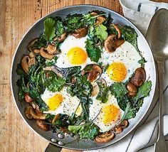 You only need mushrooms, eggs, kale and garlic to cook this tasty one-pan brunch. It's comforting yet healthy, low-calorie and gluten-free too Healthy Egg Recipes, Bbc Good Food Recipes, Healthy Foods To Eat, Diet Recipes, Healthy Eating, Recipes Dinner, Shawarma, Enchiladas, Healthy Pancakes Oatmeal