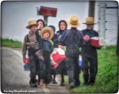 """Use friendship as a drawing account, but don't forget to make a deposit.""   ❤️  #friends #friendship #quoteoftheday #Amish #proverb #photooftheday 🤗"